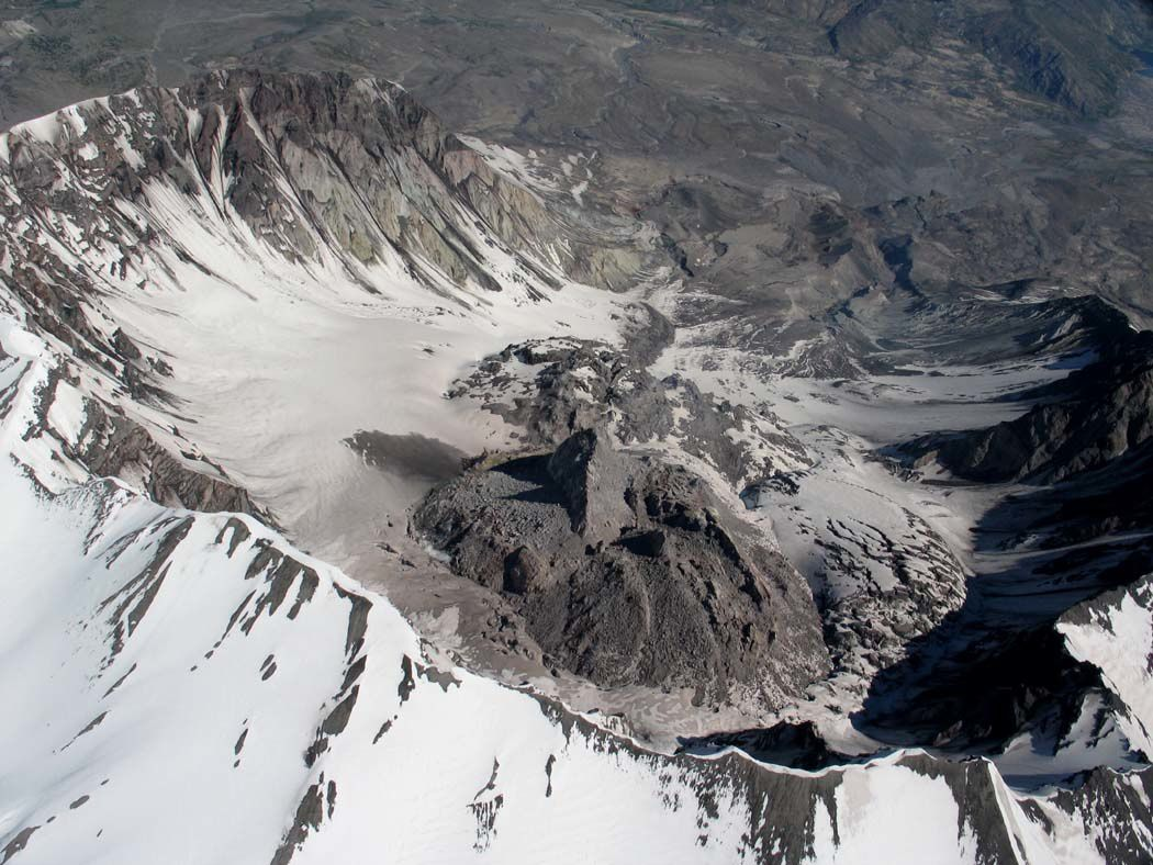 St. Helens crater - the new dome and the spine (in the foreground )  27.05.2005 - photo JHScurlock / USGS