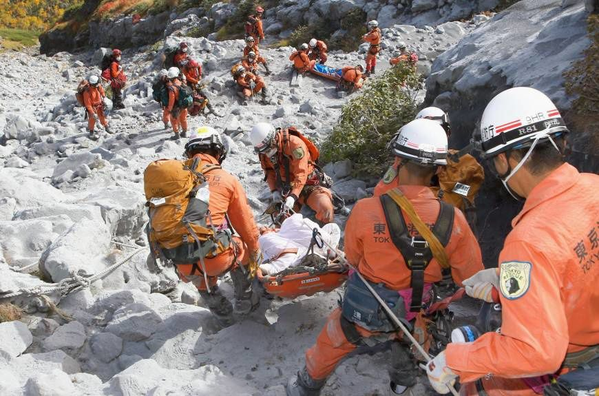2014.10.02 - Tokyo Fire Department rescue workers carry injured hikers down Mount Ontake on Sunday - picture Tokyo fire dept. / Japan News.