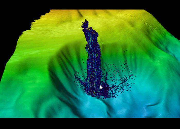 Mendocino ridge  - panache de gaz montant d'une structure en amphithéâtre - Image courtesy of NOAA-University of New Hampshire.