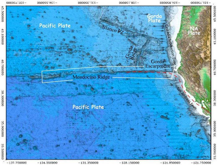 The North American, the Pacific and the Gorda plates - the Mendocino Ridge in the white box - Doc. NOAA / CCOM