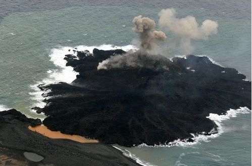 On 24.12.2013, the junction is nearly completed between the two islands - photo Japan Coast Guards