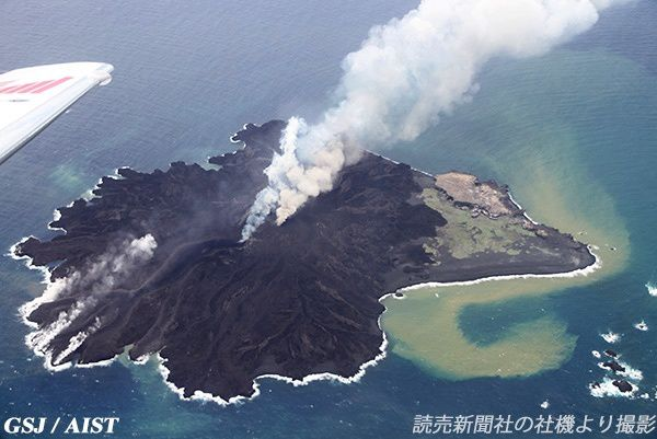 The difference is obvious in this photo from June 3, 2014 - Doc. Geological Survey Japan / AIST