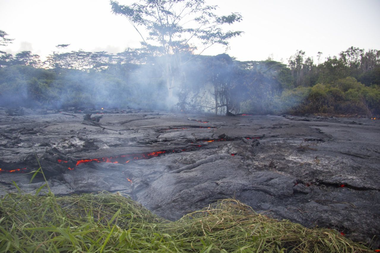 "East Rift Zone - The front of "" the June 27's lava flow"" and fires caused in the surface vegetation; ignition of plants generate methane explosions - photo HVO"