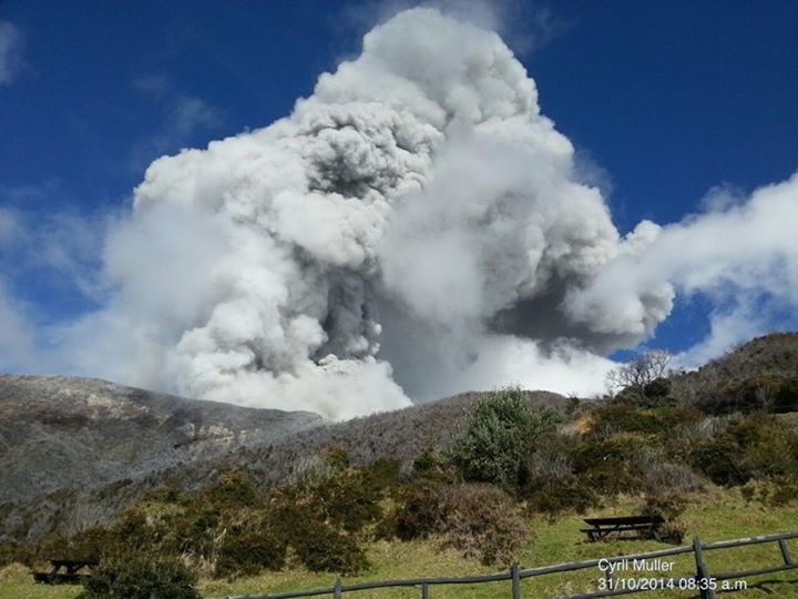 Turrialba - le 31.10.2014 8h35 - photo Cyrill Muller / Ovsicori