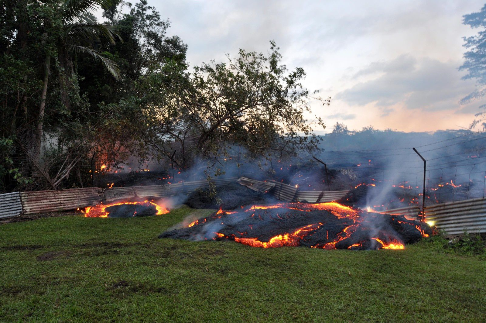 Hawaii / Pahoa - lava entered  two properties 10/27/2014 - photo USGS-HVO