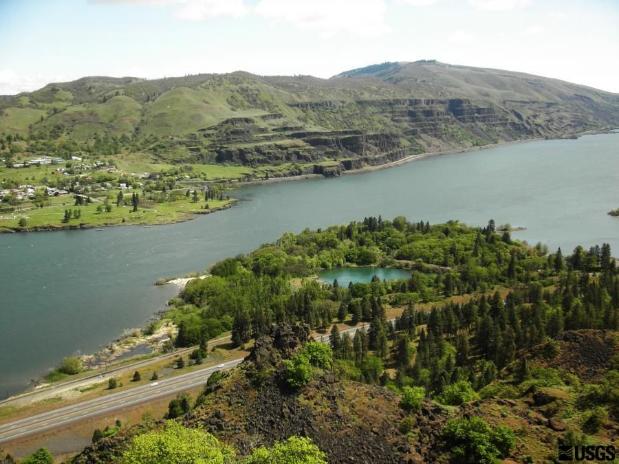 Columbia River Gorge - layering of basalt, from Rowena Crest Viewpoint view - photo Liz Westby 2014 / USGS - CVO