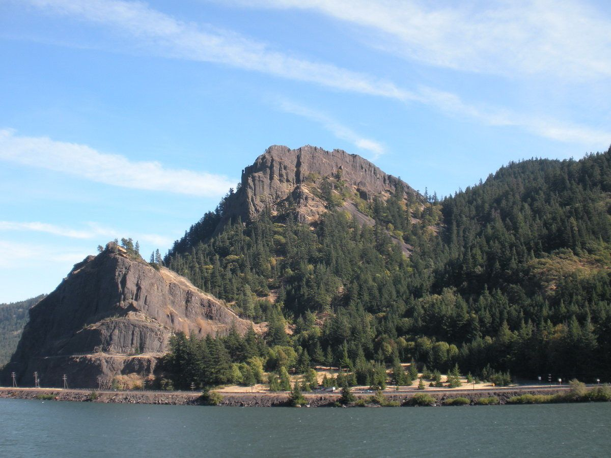 Columbia River Gorge - photo Linda Garrison / About geology.