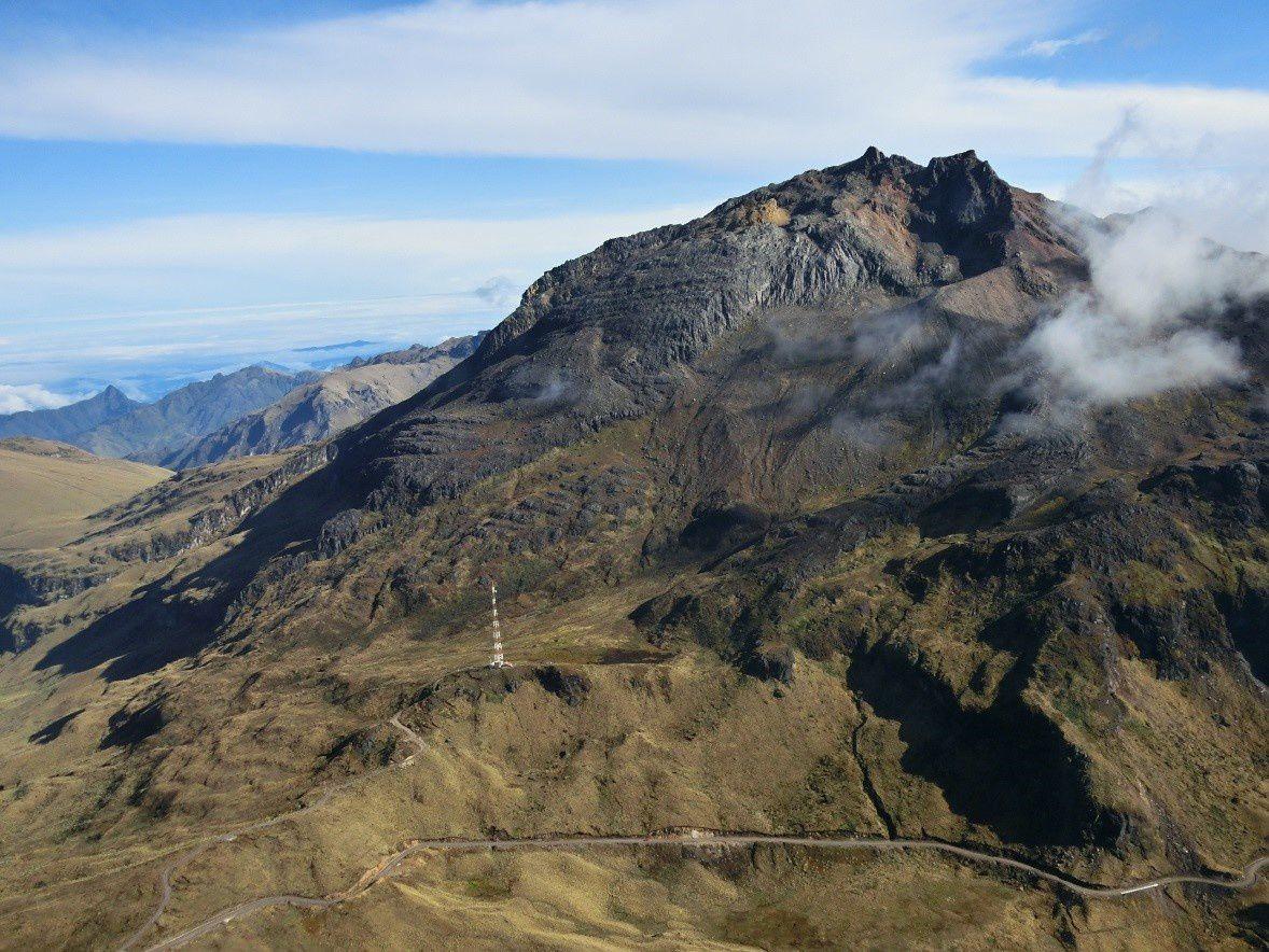 Volcan Chiles, vu du NO, ne laissant voir aucune modification de surface - photo IGEPN 05.11.2014