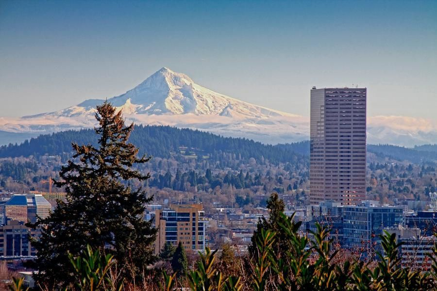 The Mt. Hood dominates the city of Portland - photo Ed Rudlledge / USGS