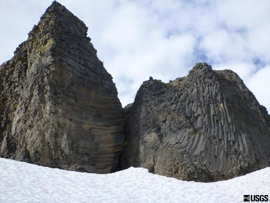 Glacier Peak - end of a columnar jointing lava flows, blocked by ice - photo Heither Bleick / USGS