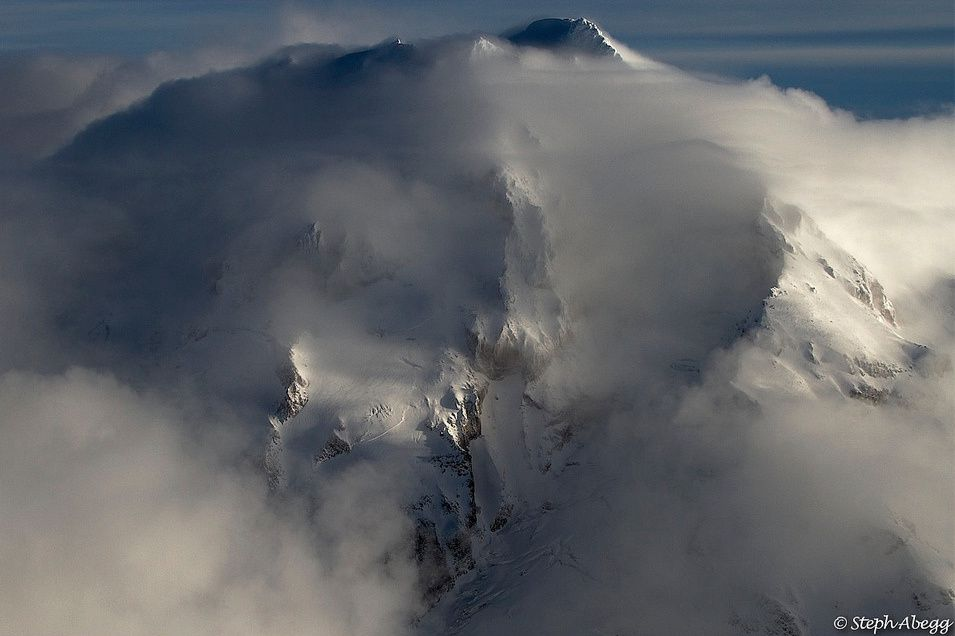 Glacier Peak, head in the clouds - photo Steph Abbeg / Summitpost