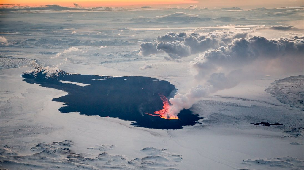 The lava field Holuhraun - photo Iceland Magazine 11.10.2014 / via Twitter
