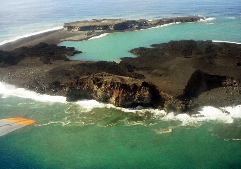 Vue aérienne plus rasante de Nishino-shima-Shinto - photo via platetectonic.Narod.ru