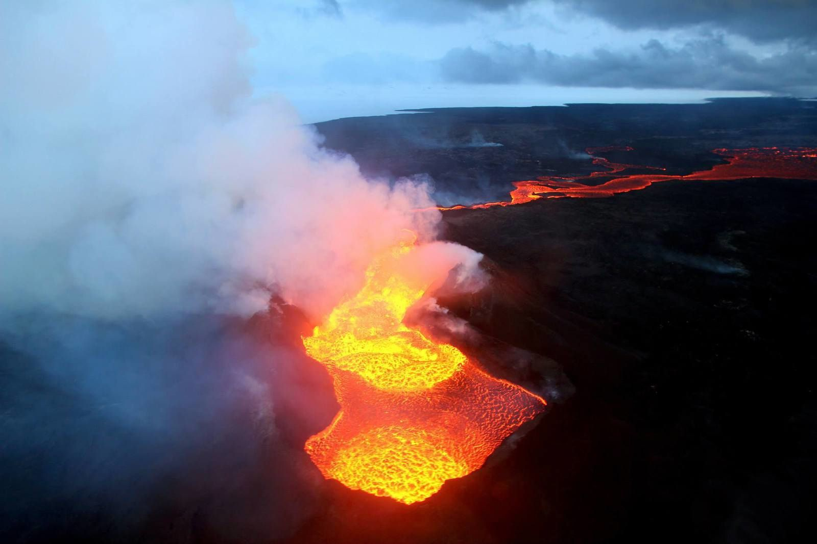 Holuhraun - the lava lake within its walls - photo Jón Örn Guðbjartsson