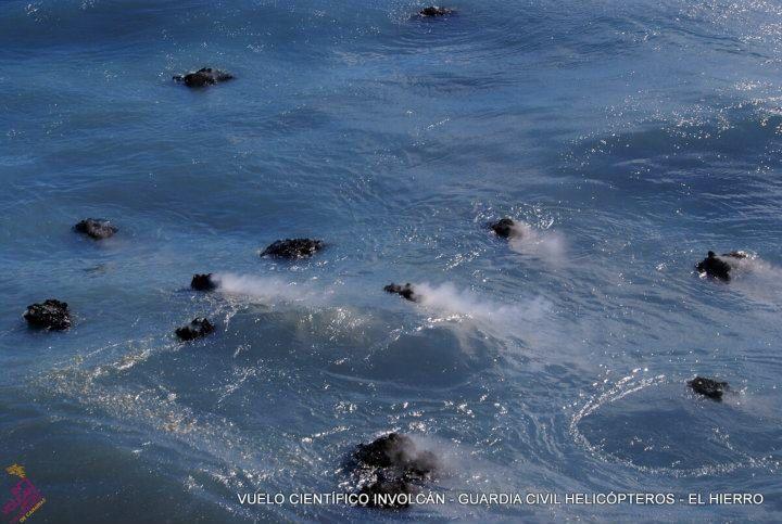 "El Hierro - ""Restingolitas"" floating in surface, off La Restingua - photo 07.01.2012 Involcan / Guardia Civil"
