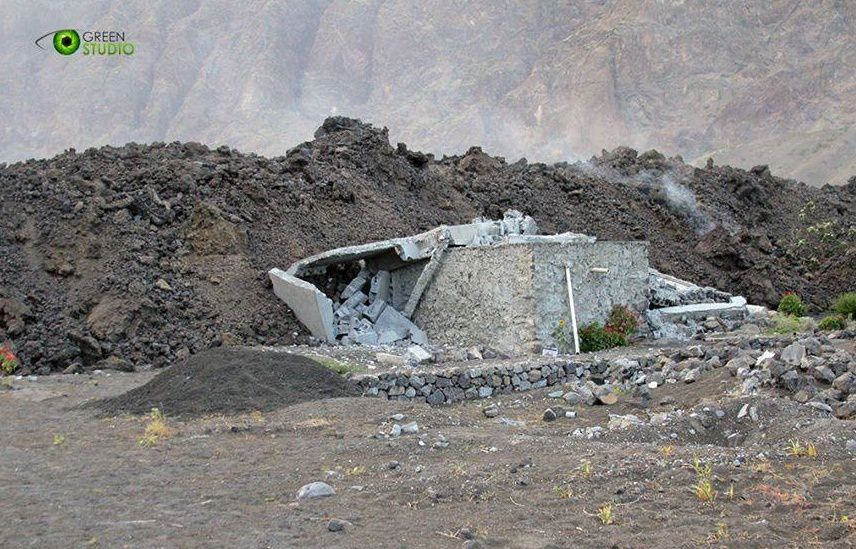 Fogo - Bungalow destroyed by lava flow - Green Photo Studio / Fogo News