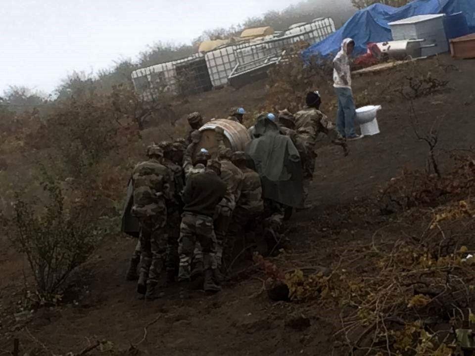Fogo - évacuation des tonneaux de vins - photo Fogo news 02.12.2014