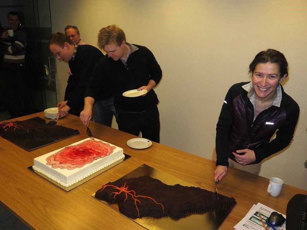 100 days Holuhraun festivals in IMO - cakes are successful and smiles are at the measure of harvested scientific results - photo IES / Twitter