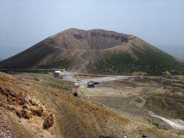 Le cône pyroclastique Azuma-Kofuji - photo Twitter / B4pM-goCYAAM55h