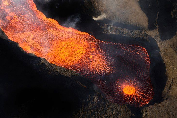 Holuhraun - the lava lake within its ramparts on 12/11/2014 - photo Iceland online