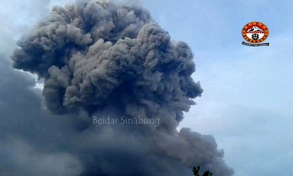 Sinabung - co-pyroclastic cloud 12.15.2014 / 5:58 p.m. - photo Beidar Sinabung