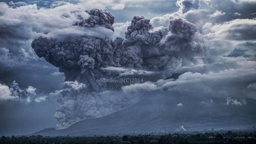 Sinabung - pyroclastic flow of 12.09.2014 / 4:56 p.m. - photo endrolew@