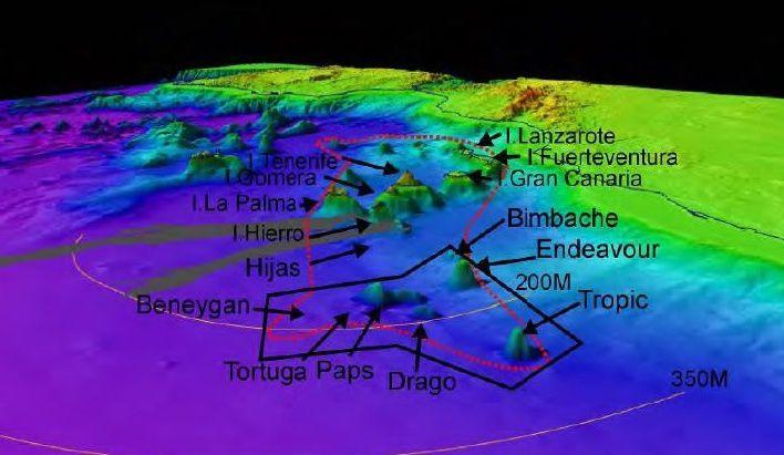 """Localisation des volcans sous-marins du sud de l'archipel des Canaries  - la ligne rouge en pointillé délimite la """"Cordillera oceánica de punto caliente Canarias""""-  le périmètre délimité en noir est la zone étudiée dans le cadre du projet Exarcan / campagne Drago 0511 -  in Informe Científico-Técnico de la Campaña Oceanográfica DRAGO 0511 – Vasquez & al."""