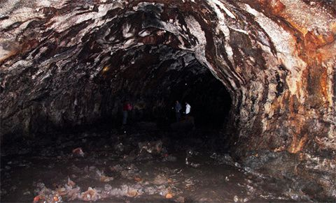 Vietnam - lava tunnel in Tay Nguyen (Highlands) - photo VNE / CVN
