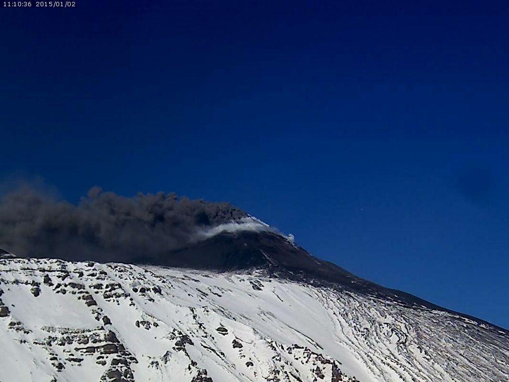 Etna - ash emissions 01.02.2015 / 11:10 - webcam Etnatrekking schienna