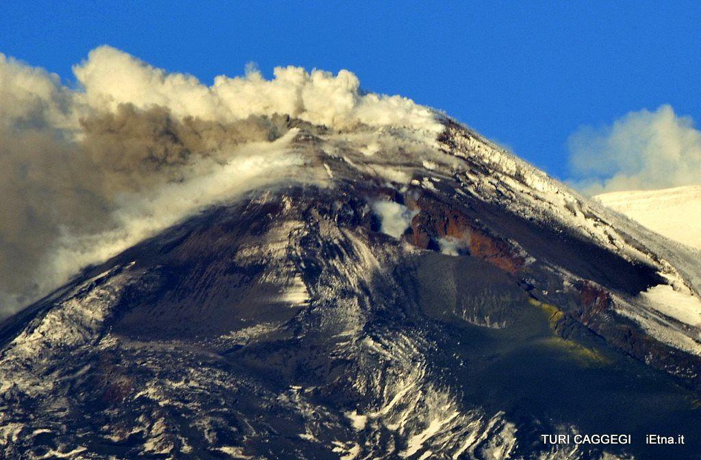 Etna - ash emissions 02/01/2015 - photo Turri Caggegi / iEtna