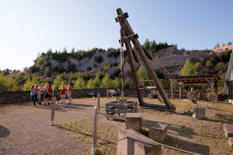 Romerbergwerk in Meurin - grue servant à remonter les blocs de tuf - doc. Vulkanpark Eifel
