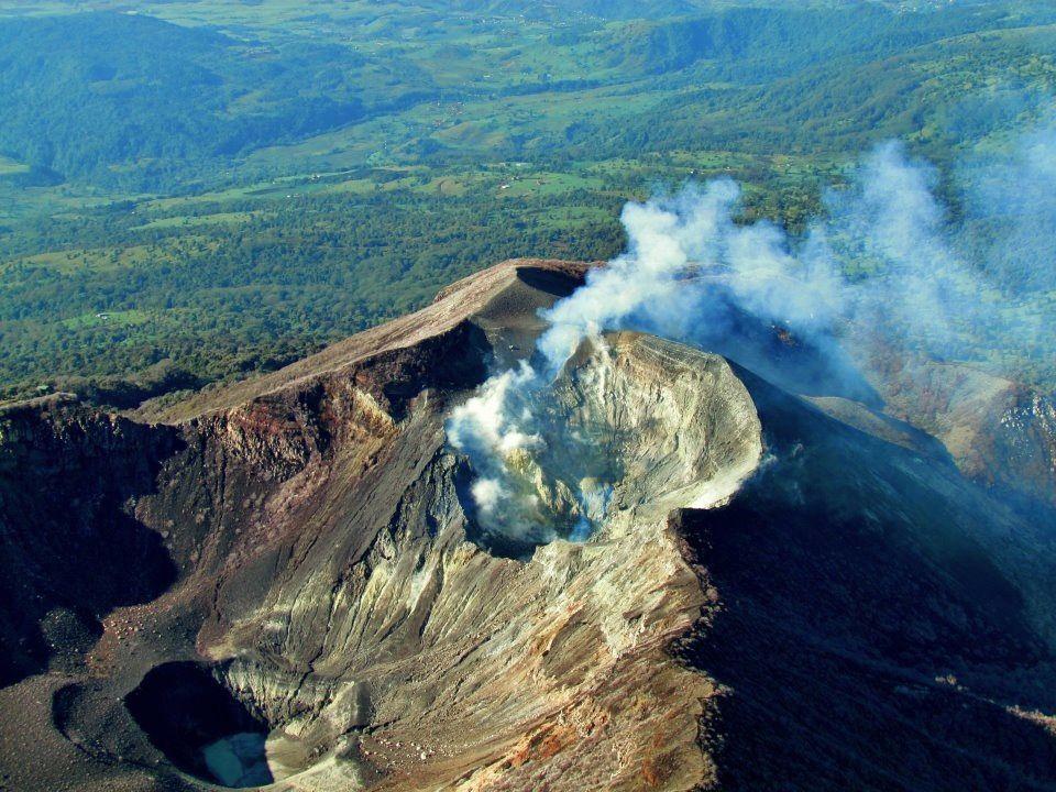 Turrialba - éruption phréatique de mars 2012 - photo RSN / Raúl Mora Amador