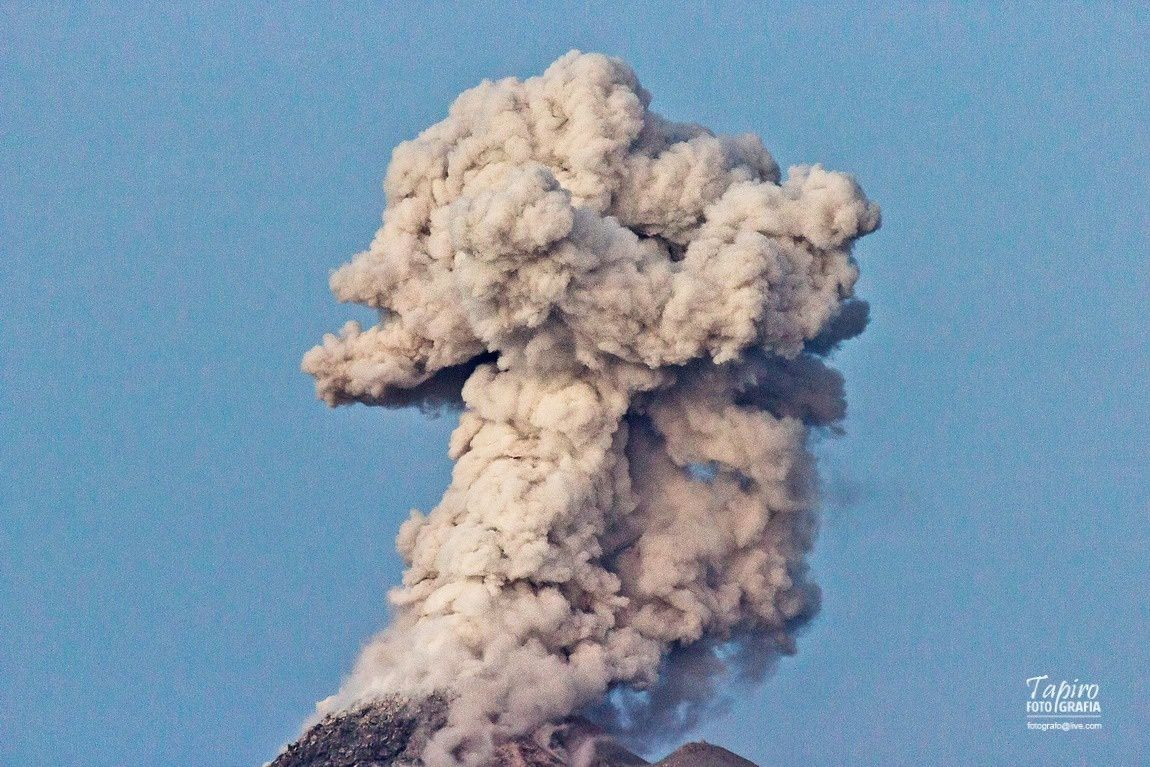 The plume of Colima 01.05.2015 / 6:31 p.m. - Photo Foto Tapiro