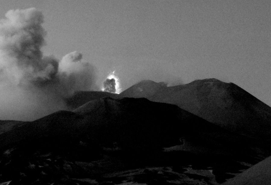 Etna - the strombolian explosion 10.01.2015 / 4:28 p.m. UTC - webcam Montagnola INGV Catania