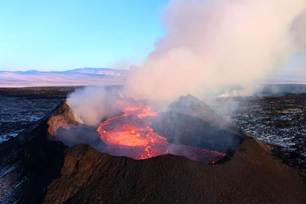 Holuhraun - le lac de lave dans ses remparts - photo University of Iceland 10.01.2015