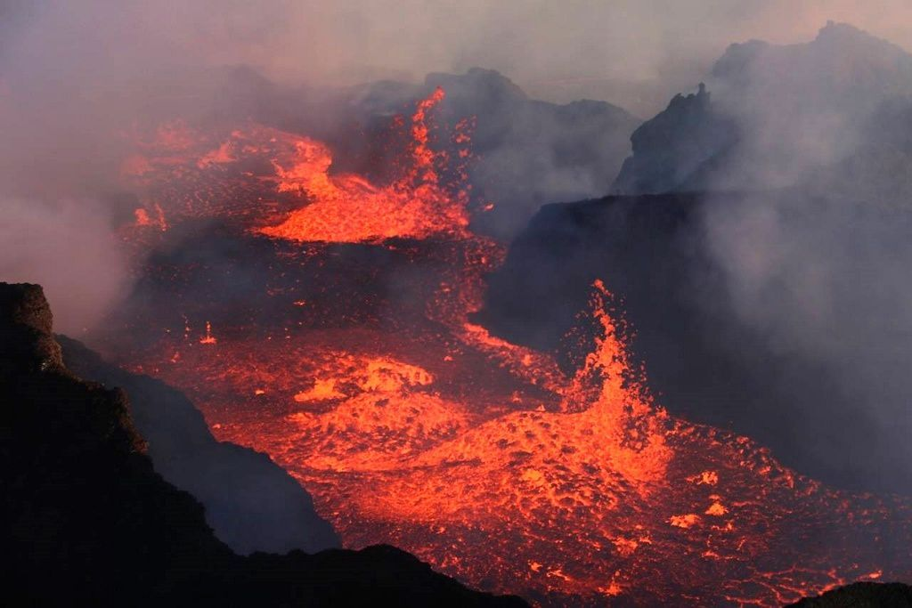 Holuhraun - stir in the lava lake - photo University of Iceland 10/01/2015