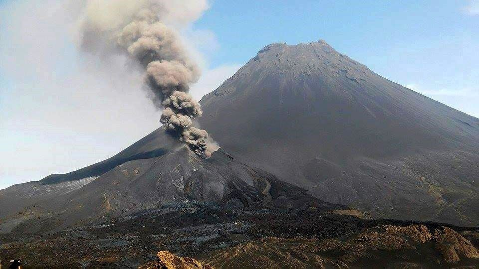 Fogo - eruptive plume - photo Fogo News 13/01/2015