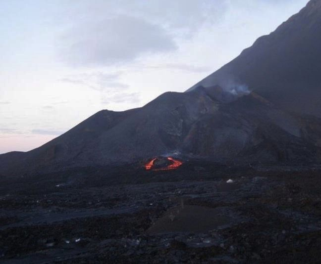 Fogo - forked lava flow in relation to the activity of 12/01/2015 - photo Capo Verde Universidad