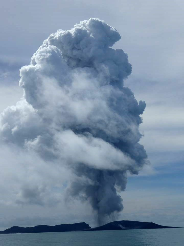 Hunga Ha'apai - The eruption and the new island - January 13, 2015 - photo New Zealand High Commission, Nuku'alofa, Tonga
