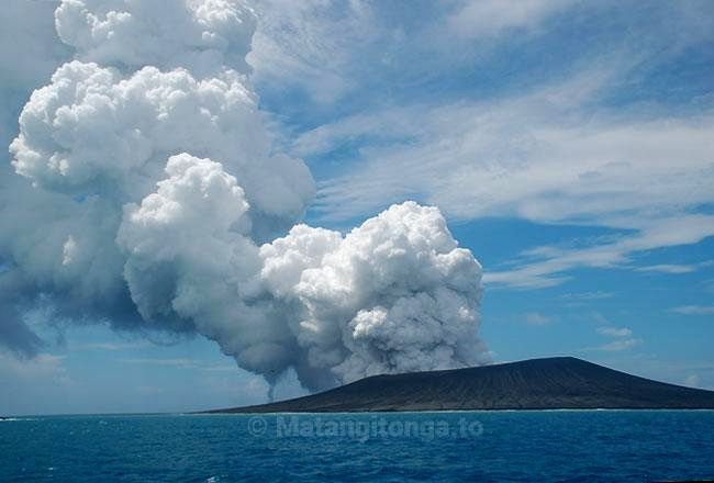 Vapor emissions above the eruptive site of Hunga Ha'apai - 17.01.2015 - photo Matangi Tonga on line