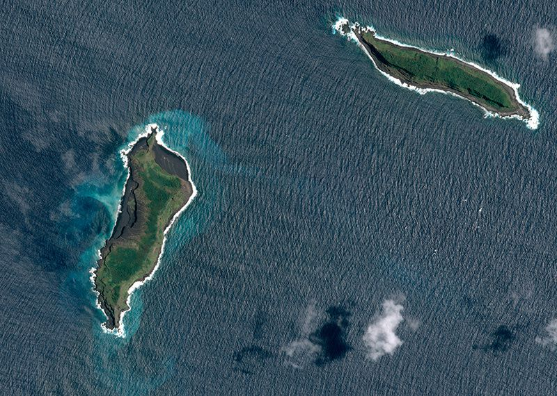 Hunga Ha 'apai, à gauche - photo satellite Pléiades 02 juillet 2014
