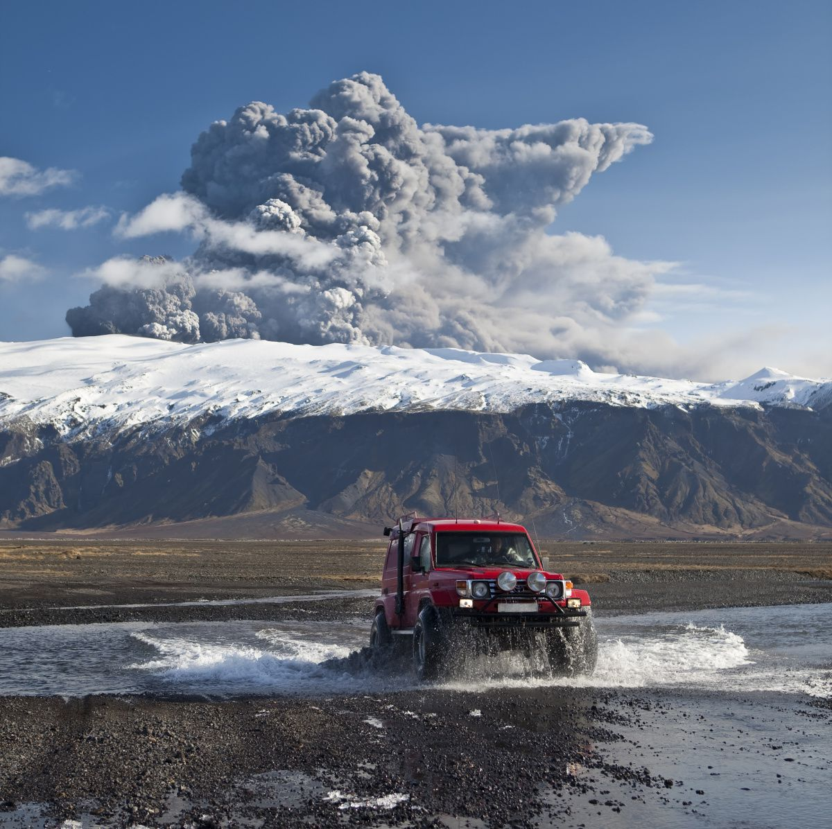 Eruption de l'Eyjafjallajökull en 2010 - photo Artic images