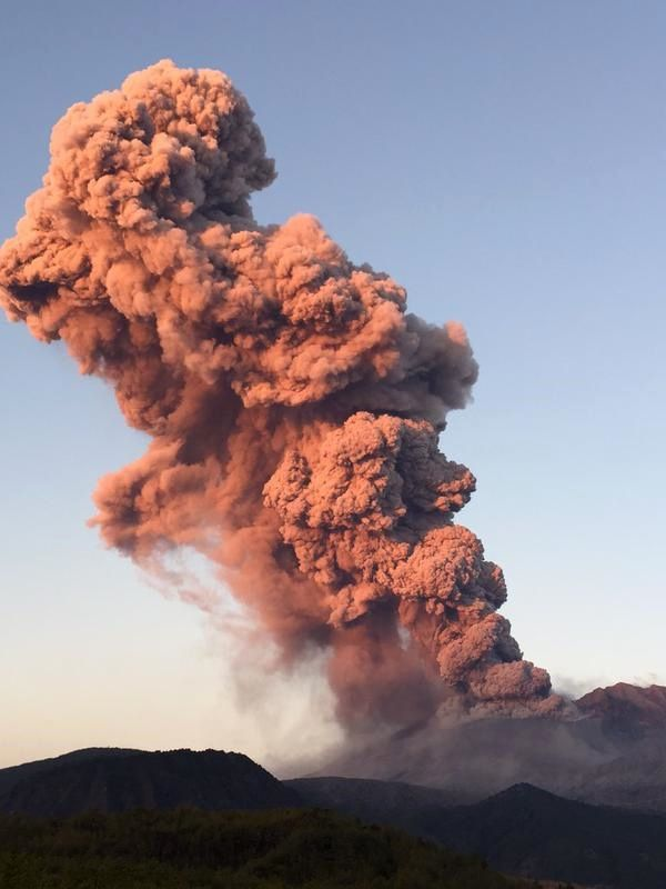 31.01.2015 - Sakurajima - nouvelle explosion - photo James Reynolds / Twitter