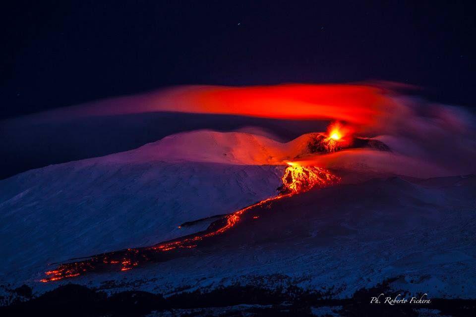 Etna - activité strombolienne et coulée de lave le 01.02.2015 - photo Roberto Fichera