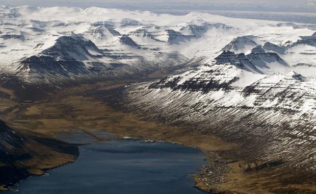 Un des sites sensibles : le fjord Norðfjörður où est localisé la petite ville de Neskaupsstaður (1.540 habitants) – photo Pjetur Sigurðsson / Iceland Magazine