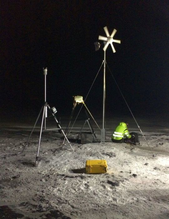 Installation of new monitoring stations in the Holuhraun 22/01/2015 - photo IMO