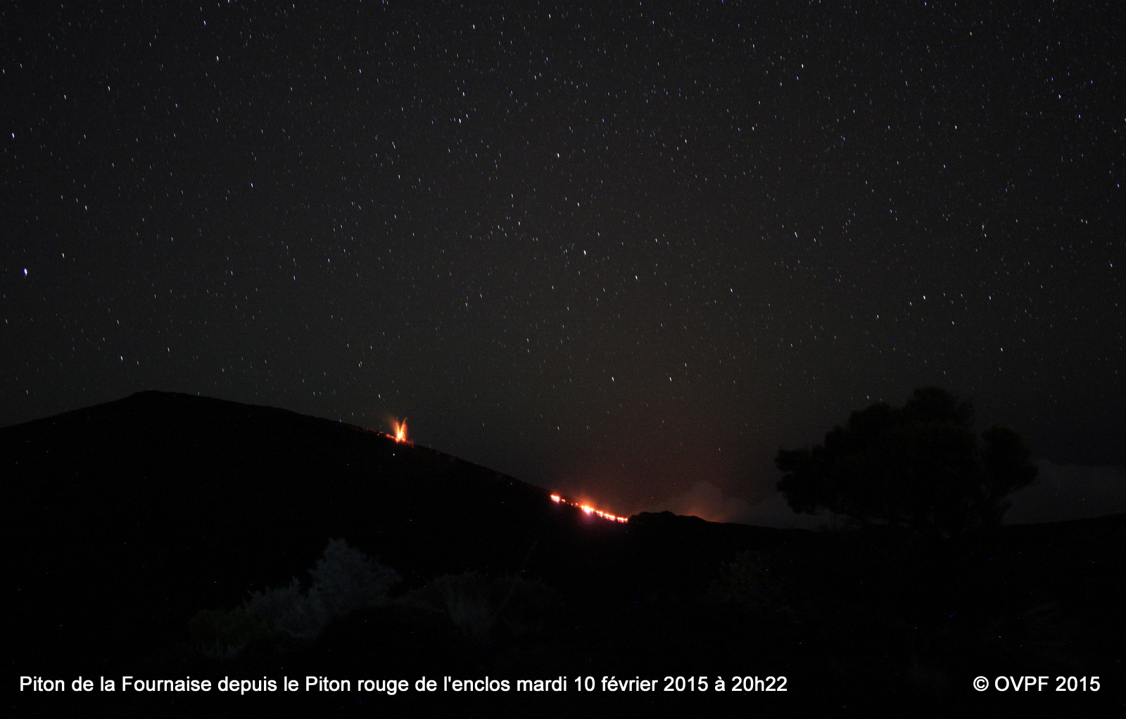 Piton de la Fournaise - the eruption and the glow of the lava flow, views on 02.10.2015 / 8:22 p.m. from the red Piton - photo OVPF