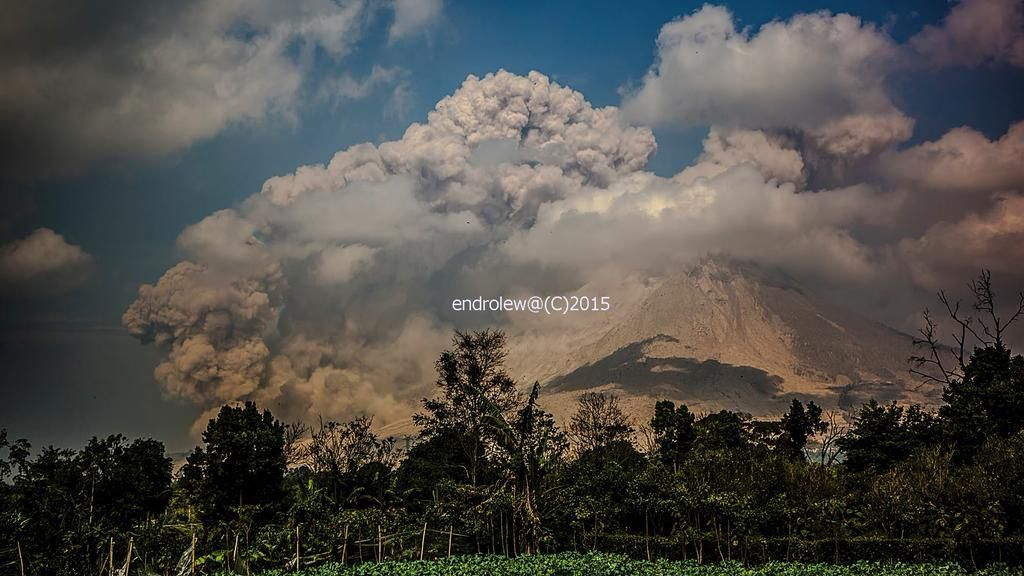 Sinabung - 15.02.2015 coulée pyroclastique - photo endrolëwa