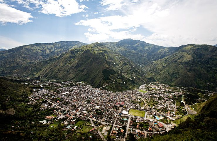 "Baños de Agua Santa, in the province of Tungurahua, at the foot of the volcano of the same name, is ""a city with spa resorts"" as the name suggests. - photo Equateurvoyage"