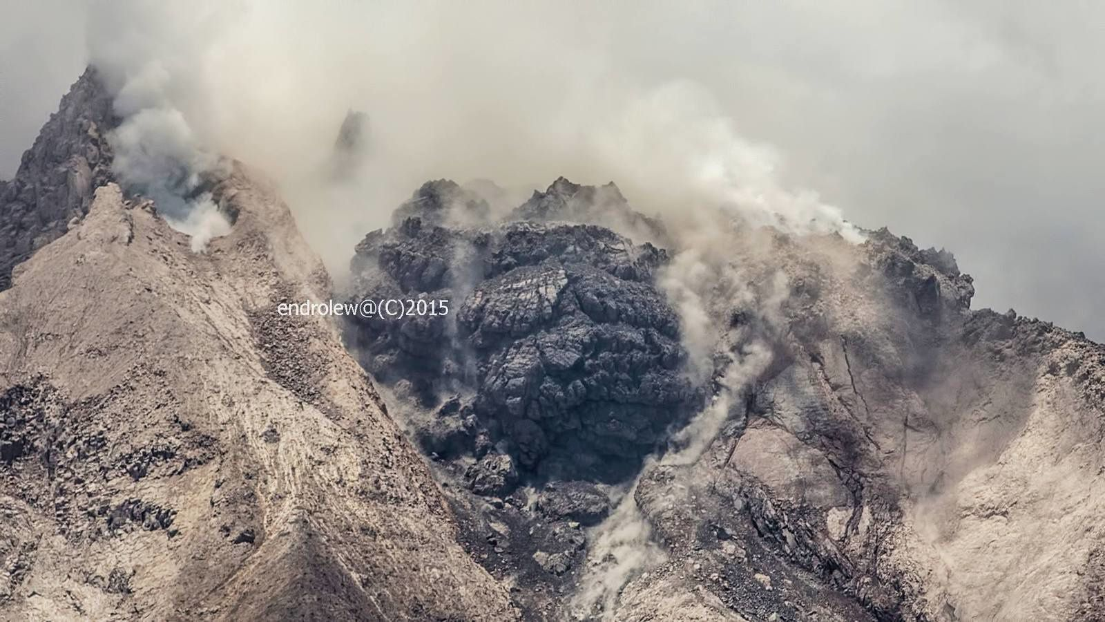 Sinabung - the new lava lobe in manifest imbalance on March 3 / 12:45 - photo endrolew@